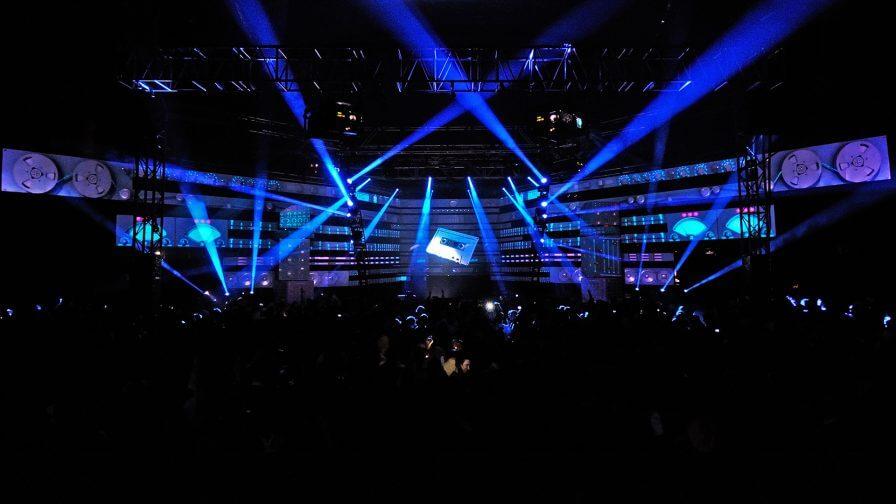 immersive-ltd_Eric-Prydz_Epic_Hologram_projection-mapping_DJ-Live-Set-Design_151-896×504