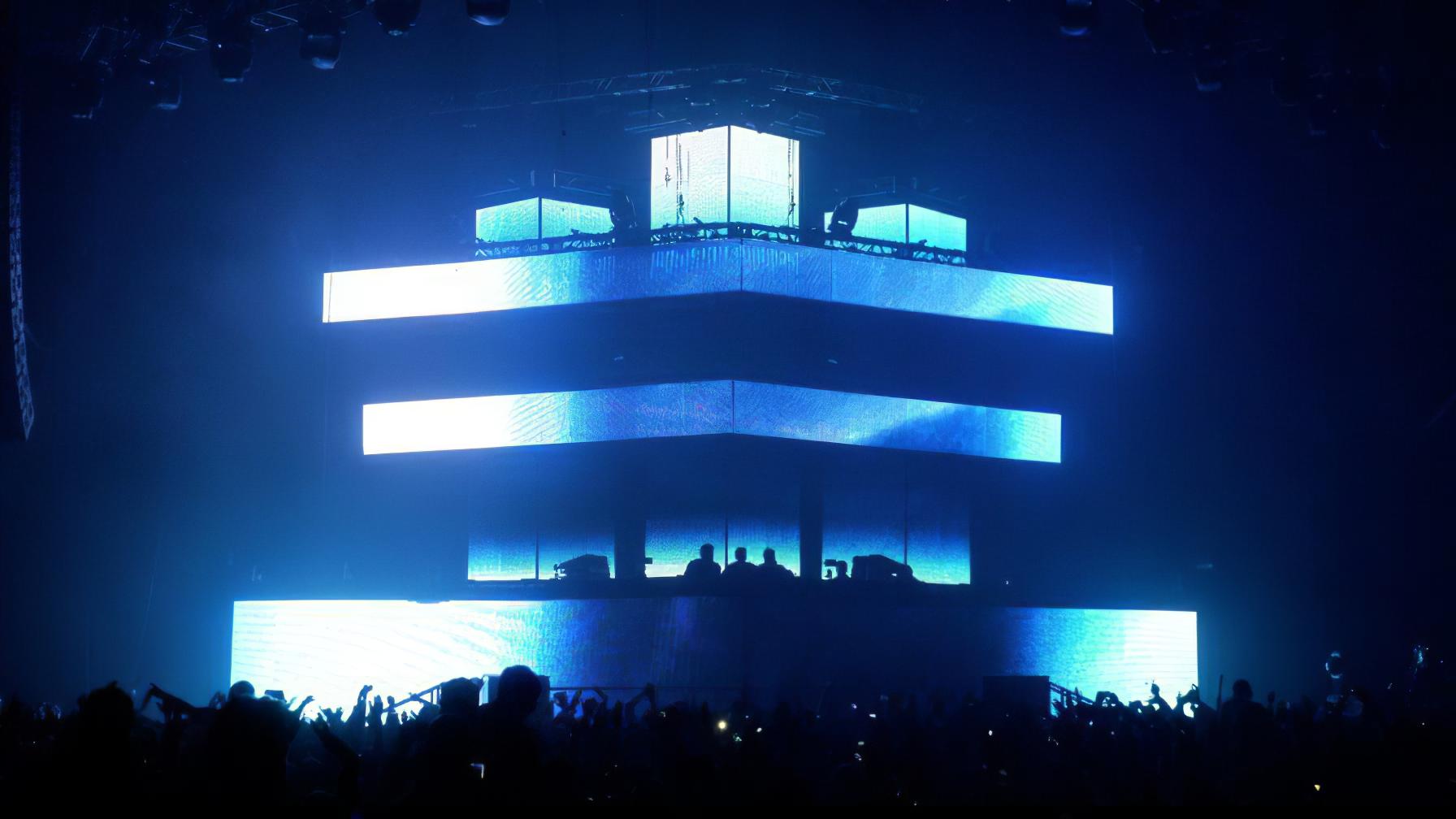 immersive-ltd_pendulum_tour-visuals_immersion-live-concert_04-896×504-1-gigapixel